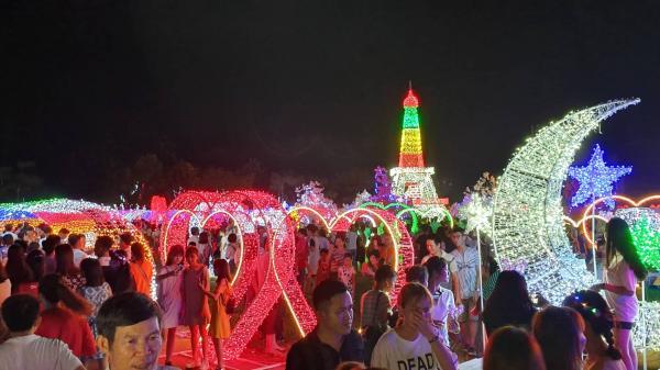 Miền Tây: Tưng bừng lễ hội ánh sáng với hàng triệu bóng đèn Led tại thành phố nổi tiếng của những đóa sen