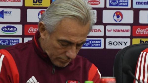"""HLV UAE bức xúc sau trận đấu: """"Tôi chưa từng thấy trọng tài nào rút thẻ đỏ nhanh như thế, phá hỏng mọi thứ"""""""