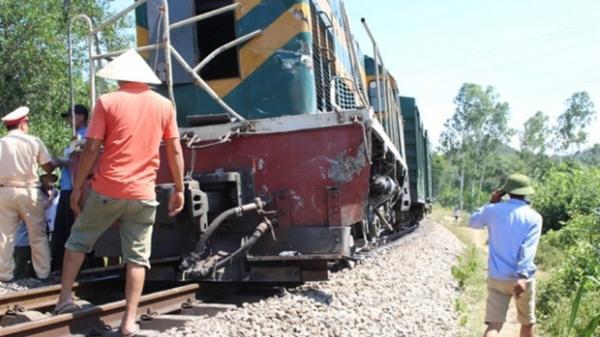 Thương tâm: Đang sửa đường ray, 2 công nhân bất ngờ bị tàu hỏa t.ông th.ương vo.ng