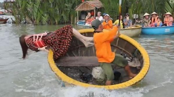 Hoa hậu Hàn Quốc ng.ã xuống nước khi chơi thuyền thúng ở Việt Nam