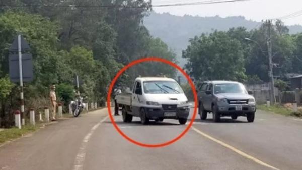 Sợ bị cách ly, thanh niên cướp xe bỏ chạy, đánh Cảnh sát Giao thông