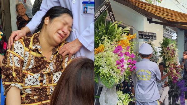 Xót xa mẹ nằm băng ca về đưa tang con tử nạn ở sân trường