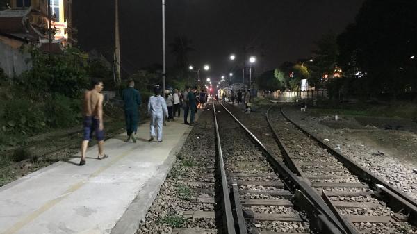 Đi bộ trên đường ray, người đàn ông bị tàu hỏa t.ô.n.g t.ử v.o.n.g thương tâm