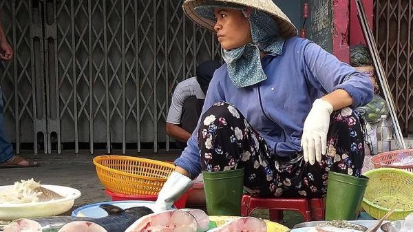 """Hết thịt lợn đến thịt bò, tôm cá """"dắt tay nhau"""" tăng giá"""