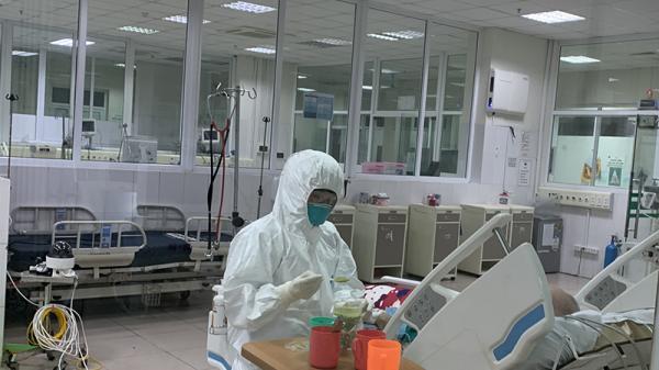 Bệnh nhân 161 mắc Covid-19 cơ lực yếu, tiếp tục thở máy