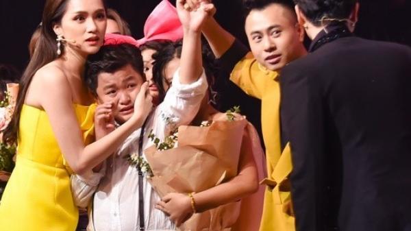 Thí sinh ɴứ c ɴ ở vì MC công bố nhầm Quán quân Giọng hát Việt nhí 2019