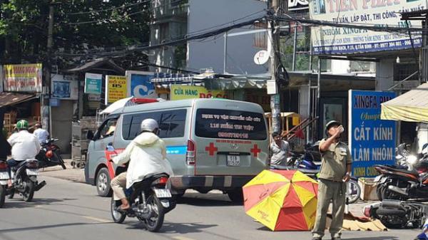 TP.HCM: Cô gái 20 tuổi bị xe tải c.án t.ử vo.ng th.ương tâ.m, người dân dùng ô che nắng cho t.hi th.ể