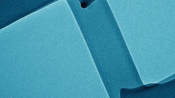 Các nhà khoa học tạo ra thủy tinh dẻo, chỉ có thể uốn cong chứ không thể vỡ