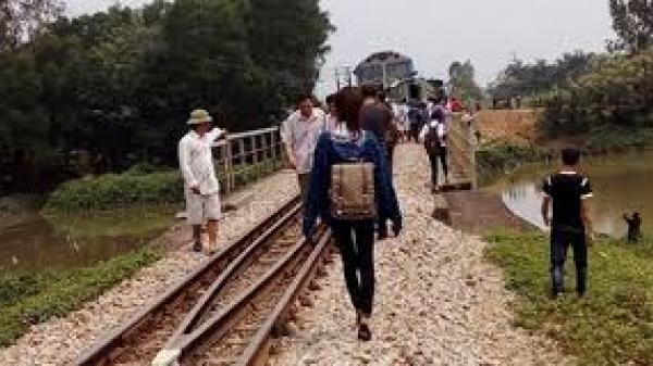 Bình Định: Hai nữ sinh t.ử v.ong khi chụp hình 'tự sướng' với đoàn tàu đang chạy