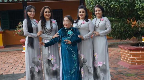 Gia đình 4 chị em hát cải lương và làm diễn viên của nghệ sĩ Thanh Hằng