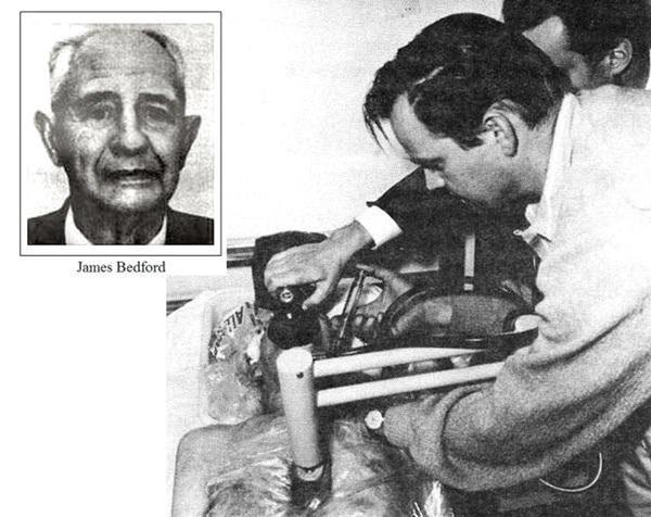 Bedford đang được Rober chuẩn bị mũi tiêm vào người, bắt đầu hành trình hơn 50 năm đông lạnh của ông. Ảnh: Amusingplanet.