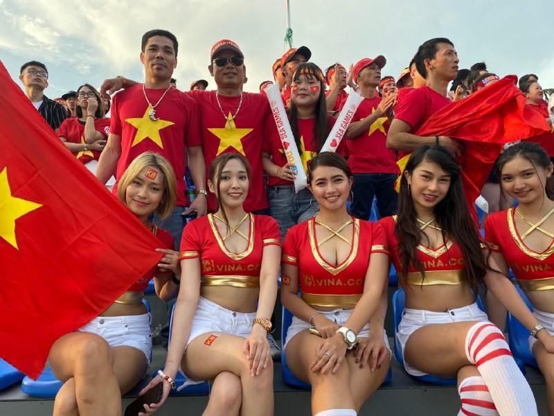 Các fans Việt ai ai cũng ước mơ được sang Philippines cổ vũ cho đội tuyển như thế này