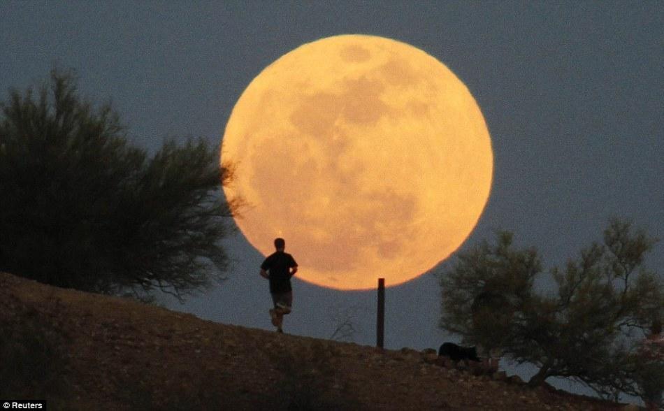Trong năm 2020 này, hiện tượng siêu trăng có thể xuất hiện đến 4 lần. (Ảnh: REUTERS)