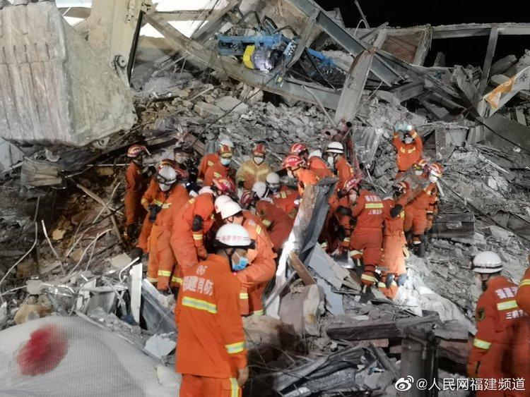 Công tác cứu hộ đang diễn ra với tốc độ nhanh nhất có thể. (Ảnh: Sina)