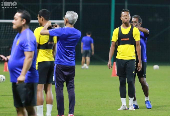 Các cầu thủ Malaysia được Ban huấn luyện mặc lên người những chiếc áo tập có gắn chip điện tử.