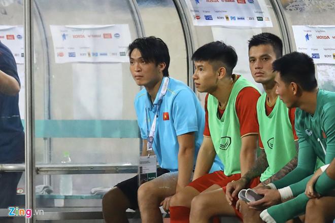 Tuấn Anh phải rời sân sau 45 phút thi đấu trước Malaysia.