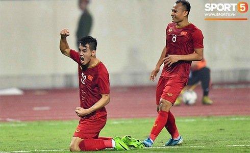 Tiến Linh ăn mừng sau khi ghi bàn (Ảnh: Sports 5).