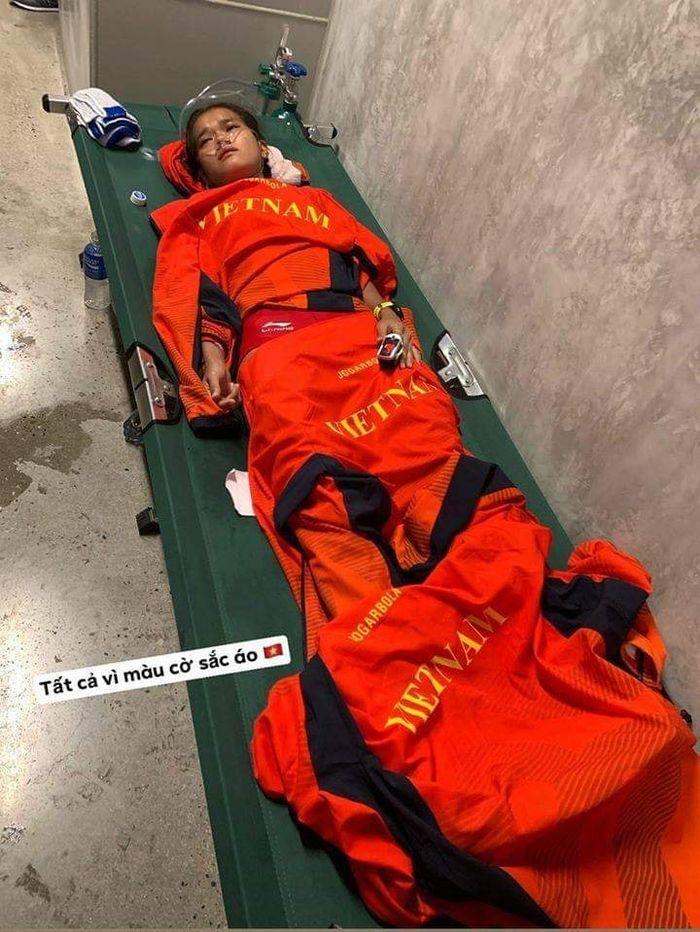 Sau khi cán đích Hồng Lệ đã kiệt sức và phải đi cấp cứu.