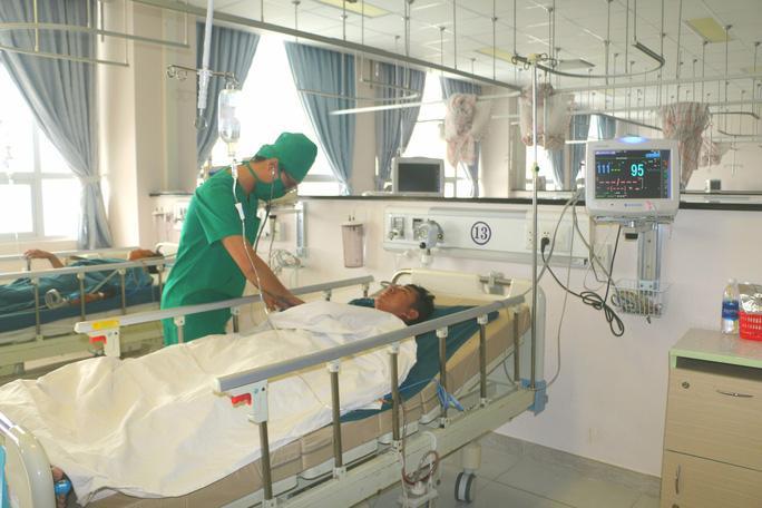 Anh Tuấn vẫn đang được chăm sóc đặc biệt tại bệnh viện dù đã qua cơn nguy kịch. Ảnh: C.M
