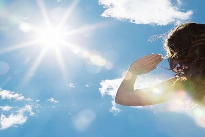 Ánh nắng mặt trời là một trong những yếu tố mà chuyên gia y tế Hong Kong cho rằng Virus Corona khi gặp sẽ bị tiêu diệt. (Ảnh minh họa: Báo Lao Động)